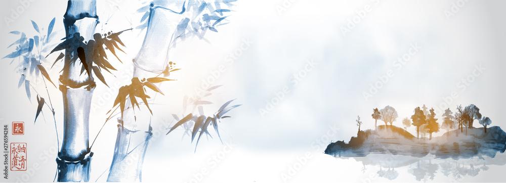 Bambusowi drzewa i wyspa w mgle na białym tle. Tradycyjne japońskie malowanie tuszem sumi-e. Hieroglify - wieczność. wolność, jasność, droga.