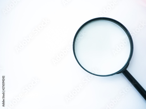 Foto  Magnifying glass object for zoom small letters to large and find or detect somet
