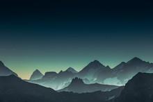 Lever De Soleil Vert à La Matrix Dans La Haute Montagne
