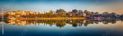 Autocollant pour porte Paris Xuan Huong Lake, Dalat, Vietnam. Panorama