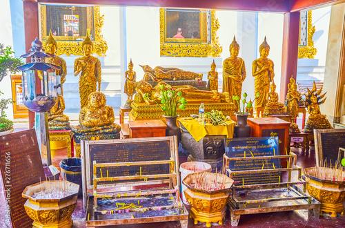 Photo  The Altar with gilden Buddha images of Sala Rai shrine Wat Pho temple in Bangkok