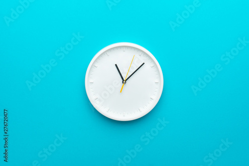 Carta da parati White wall clock with yellow second hand hanging on the wall