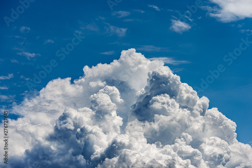 Poster Affiche vintage Detail of white clouds in the blue sky - Cumulonimbus