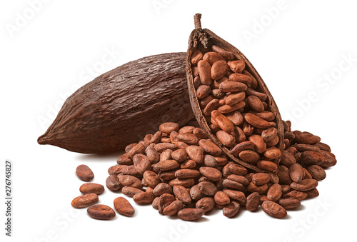 Photo  Cocoa pod and many raw beans isolated on white background
