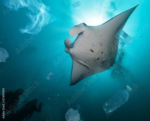 Photo  Plastic ocean pollution concept