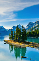 Fototapeta Rzeki i Jeziora Spirit Island in Maligne Lake, Jasper National Park, Alberta, Canada