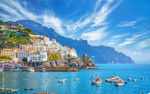 Montage in der Fensternische Südeuropa Beautiful Amalfi on hills leading down to coast, comfortable beaches and azure sea on Amalfi Coast in Campania, Italy