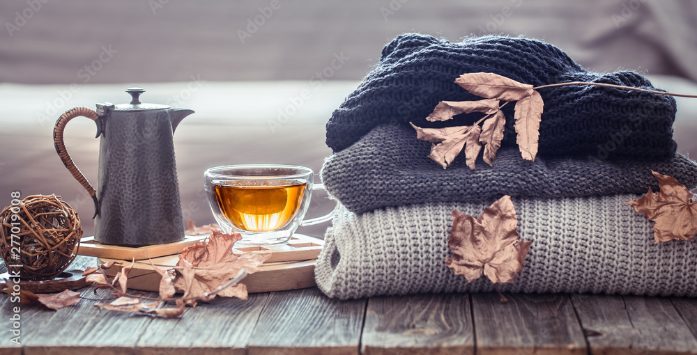 Fototapety, obrazy: Cozy autumn still life with a cup of tea