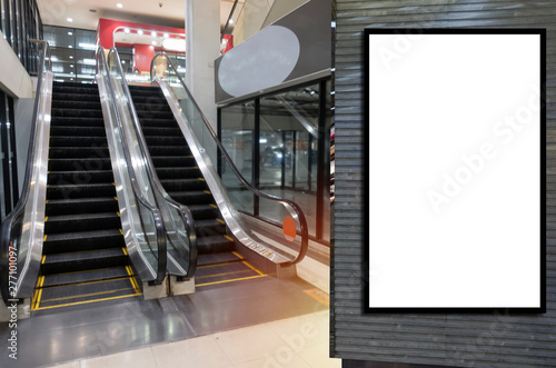 Fotografía  blank showcase billboard or advertising light box for your text message or media