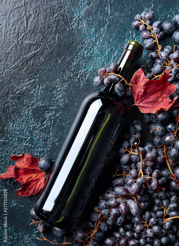 Fototapety, obrazy: Bottle of red wine and grapes.