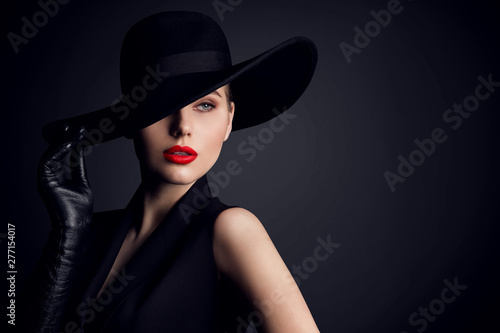 Fotografering Woman Beauty in Hat, Elegant Fashion Model Retro Style Portrait on Black