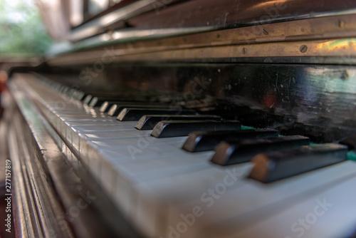 Ancien piano  droit