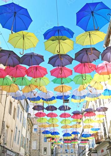 Valokuvatapetti la ville aux parapluies