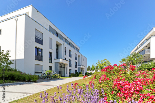 Poster de jardin Route Residential area with apartment buildings in the city