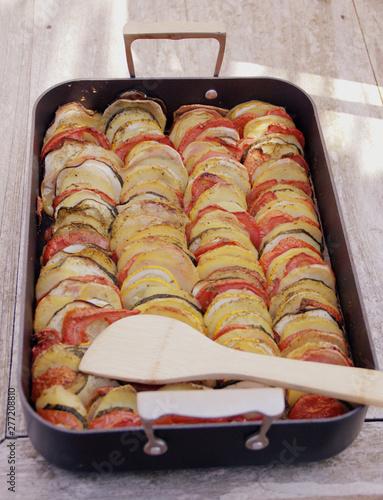 Photo tian aux légumes d'ét dans plat