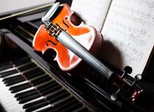 Classical Music Concept: Violi...
