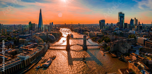 Deurstickers Parijs A view of Tower Bridge from above of the river Thames in London, United Kingdom