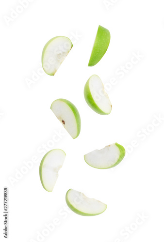 Fotografia Slice ripe green apple falling isolated on white background with clipping path