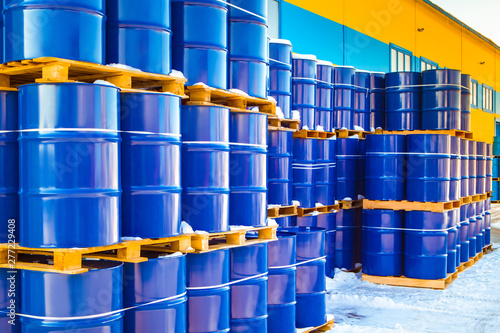 Foto Plastic containers palletized near the stock