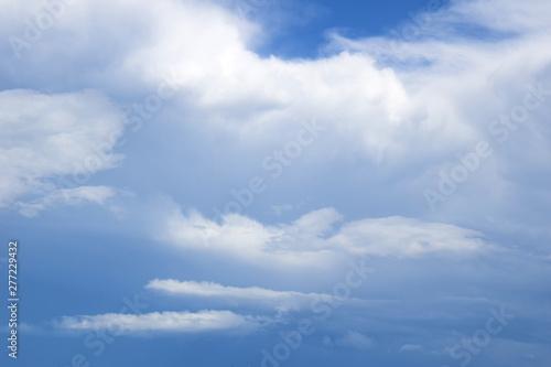 Wolkengebilde nach einem Sommergewitter dunkle Wolken am