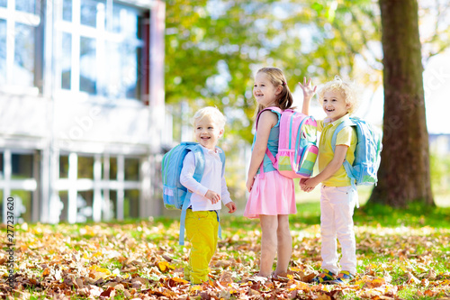 Fotografía Kids go back to school. Child at kindergarten.