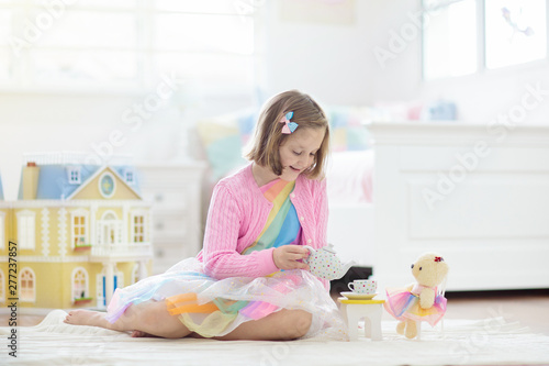 Little girl playing with doll house. Kid with toys Fototapet