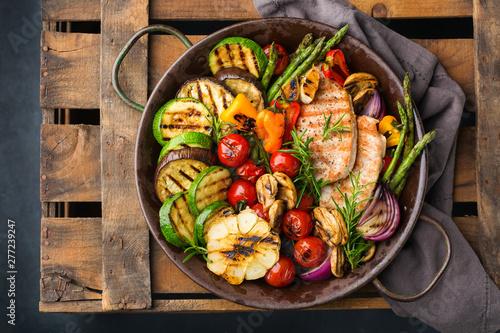 Fototapeta Seasonal summer grilled vegetables and chicken breast obraz