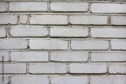 Stary, zniszczony mur z szarych cegieł - tło w stylu wabi-sabi