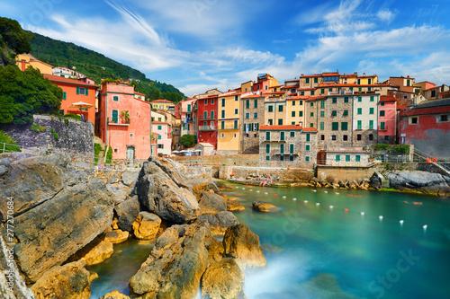 Montage in der Fensternische Blau türkis Colorful town in Italy - Tellaro near Cinque Terre