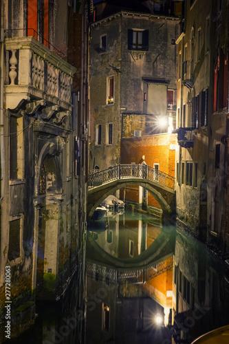 Fototapeta  Narrow canal in Venice at night