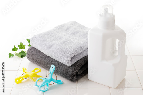 Deurstickers Europa 洗濯 Detergent bottle on white tile
