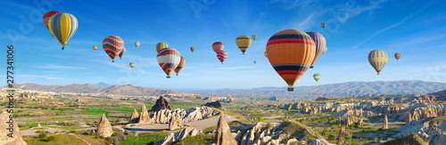 Spoed Foto op Canvas Ballon Panoramic view of unusual rocky landscape in Cappadocia, Turkey.