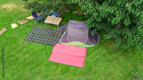 Poster Affiche vintage Aerial top view of campsite from above, tent and camping equipment under tree, family vacation in camp outdoors concept