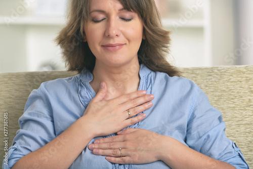 Obraz Woman practicing energy medicine - fototapety do salonu