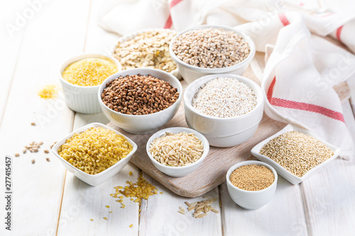 Papel de parede Selection of whole grains in white bowls - rice, oats, buckwheat, bulgur, porrid