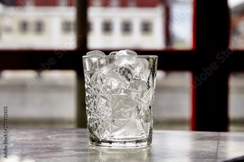 Photo sur Toile Alcool The ice was sprinkled with a glass of whiskey