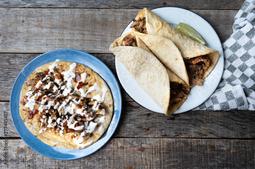 Fotografia Mexican tacos known as arabes style