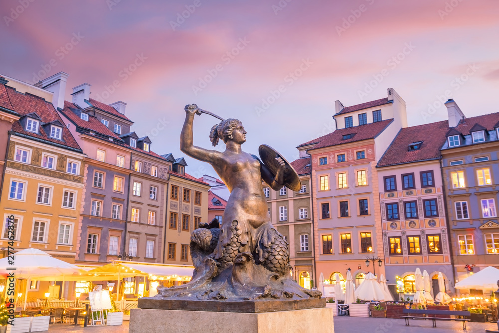 Fototapety, obrazy: Sculpture of the Warsaw Mermaid on the Old Town Market square