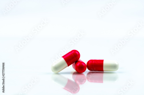 Poster Pays d Europe Red and white capsules pill isolated on white background with shadow and copy space. Antibiotics drug resistance. Antimicrobial capsule pills. Pharmaceutical industry. Global healthcare concept.