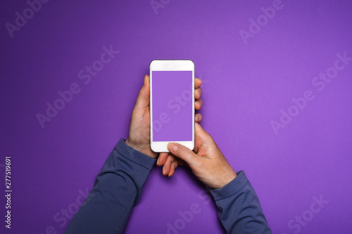 Poster de jardin Route Woman holding smartphone with mock up screen