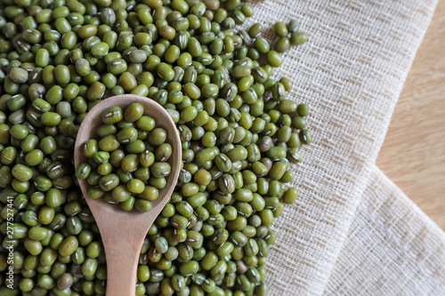 Fotomural  Mung bean seeds have long been used as food for human beings, green beans, seeds that are placed in a white plate, placed on a table with tears and tablecloths