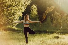Beautiful Girl Doing Yoga In N...