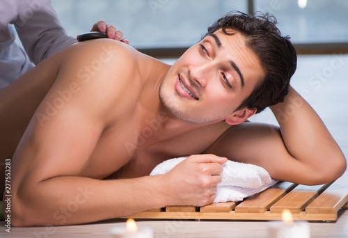 Poster Spa Young handsome man during spa procedure