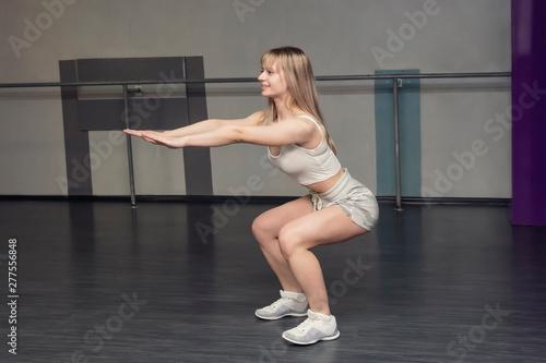 sportswoman squating Fototapete