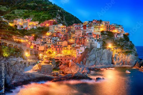 Montage in der Fensternische Grau Famous city of Manarola in Italy - Cinque Terre, Liguria
