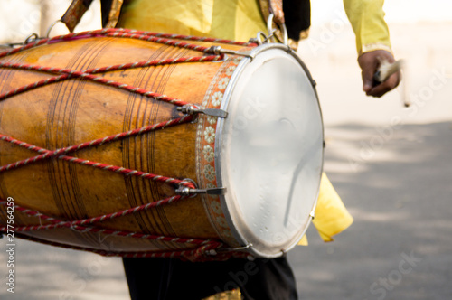 Vászonkép  Dhol drummer playing this traditional indian instrument in the street