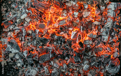 Photo Burning coals texture of bonfire abstract background.