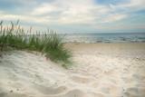 Fototapeta Fototapety z morzem do Twojej sypialni - Plaża trawa i Morze Bałtyckie