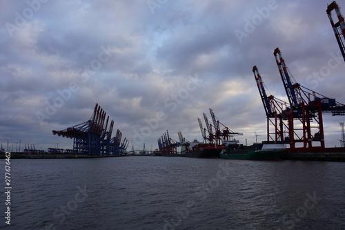 In de dag Brug cranes in port