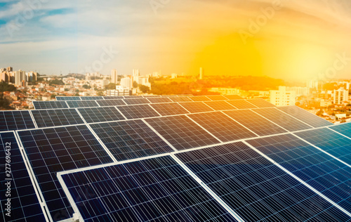 Fotografia  Solar energy power plant over a beautiful sundown sky